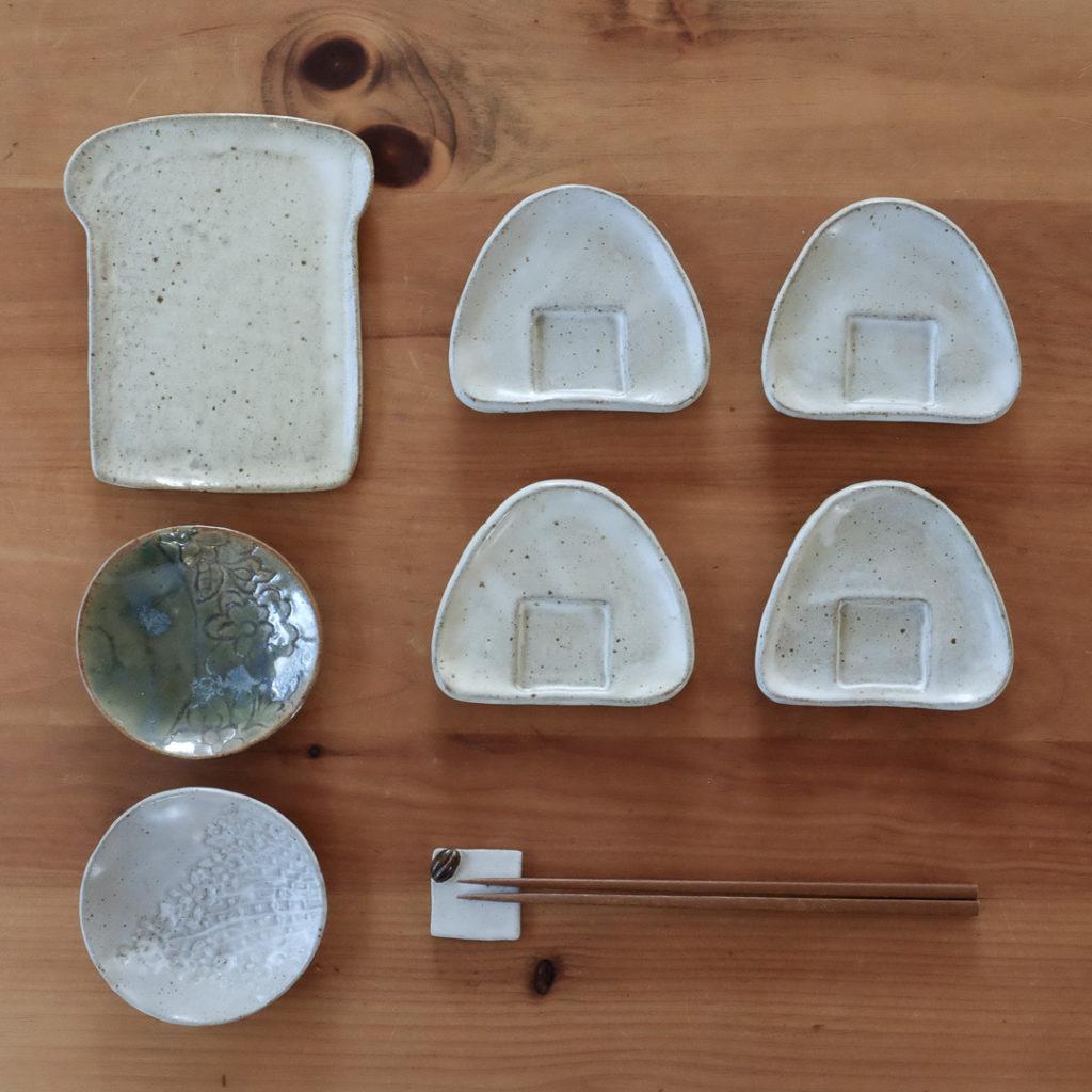 食パン型のお皿、おにぎり型のしょうゆ皿、レースの小皿