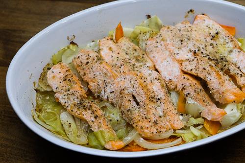 鮭とたっぷり野菜のホイル焼き・レモンペッパー&バター風味
