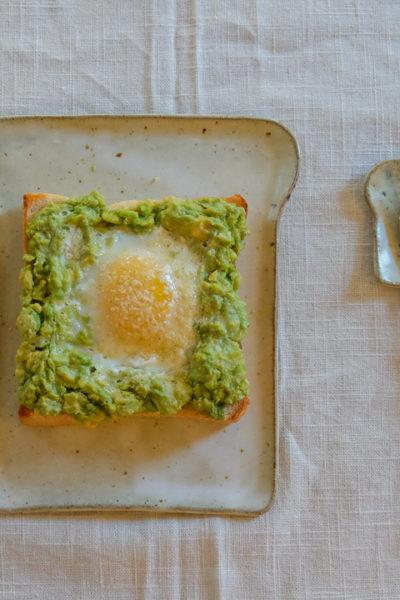 【レシピ】朝ごはんに?簡単で栄養たっぷり、アボカドエッグトーストはいかがでしょう?