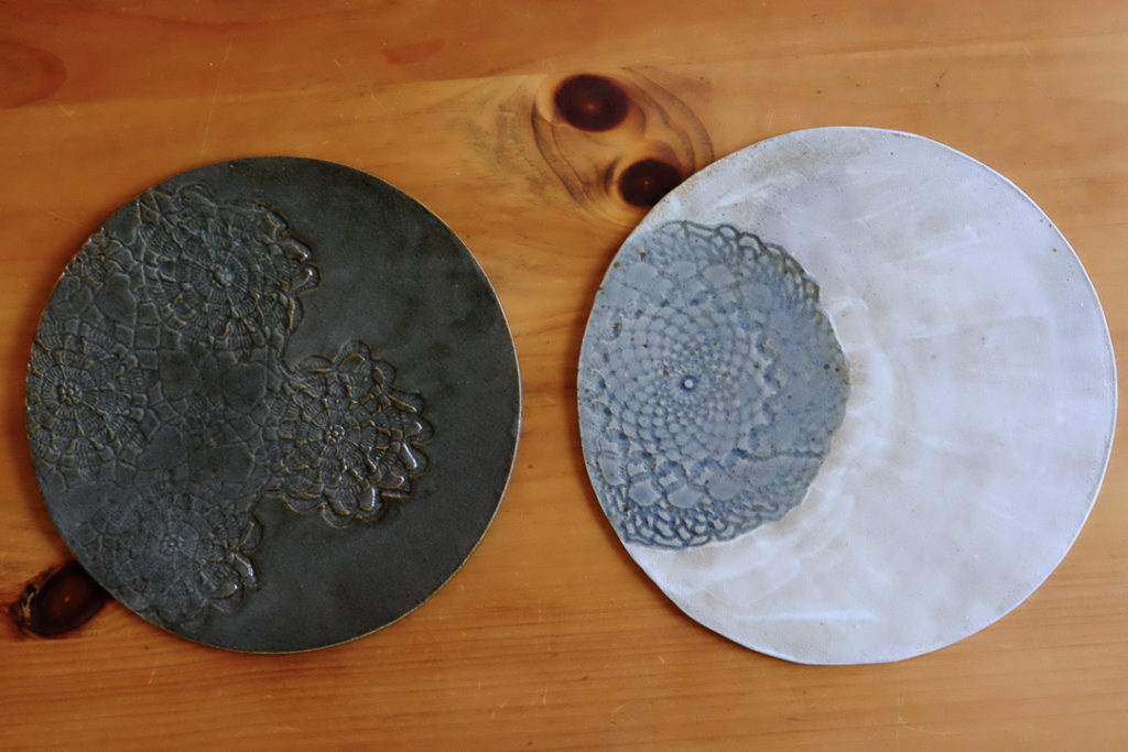 レースの陶板皿2種類