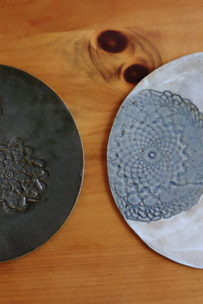 【陶芸】かわいく出来た♪ レースの陶板皿と、食パン小皿たち