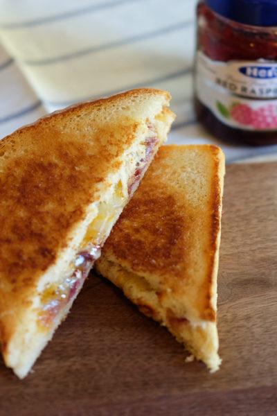 【レシピ】ブリーとラズベリージャムのグリルドチーズサンドイッチ