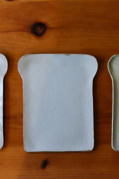 新しく出来上がってきた、食パン型のお皿たち
