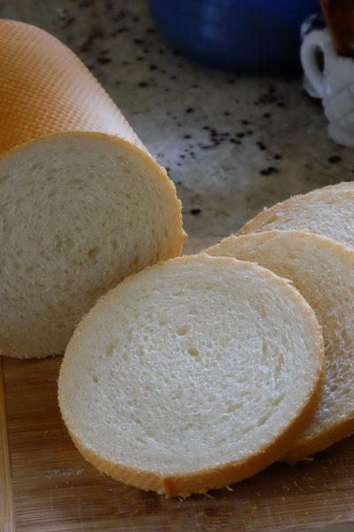 メッシュパン型を使って焼く、丸形パン&秘密兵器は電動ナイフ