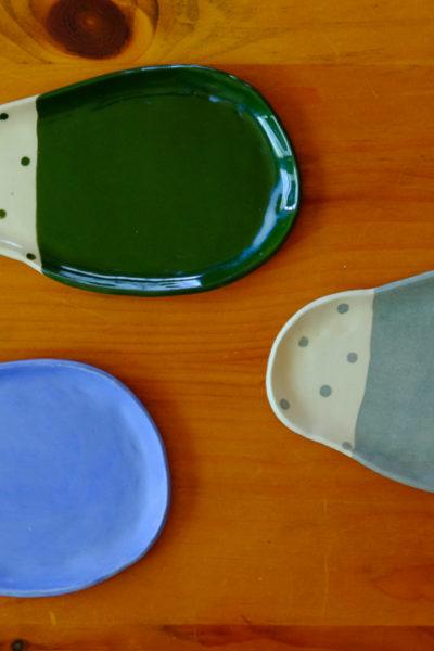 【陶芸】最近仕上がってきたお皿たち♪  水玉の変形皿・3色3種類