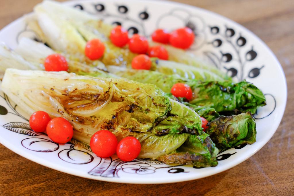 焼きロメインレタスのサラダ