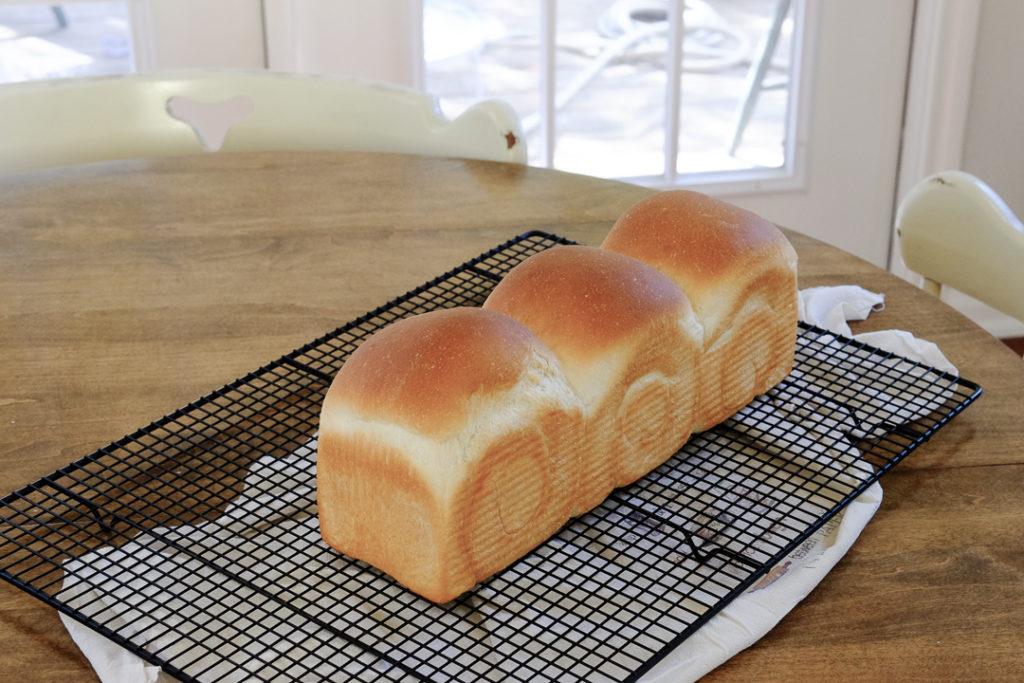 白パンの配合で作った、山食