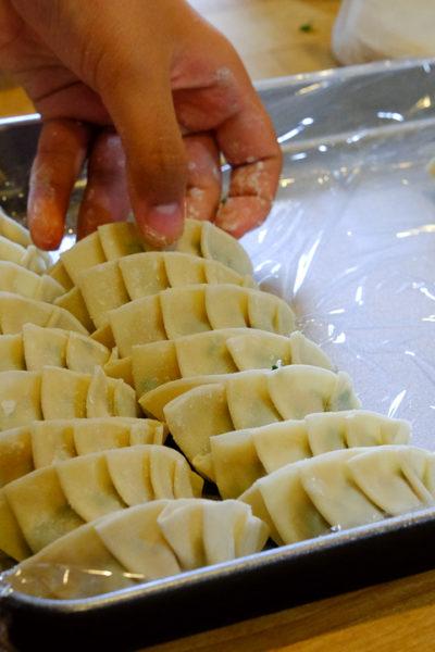 — もつ鍋&餃子パーティ– 餃子はみんなで作ると、楽しいね。