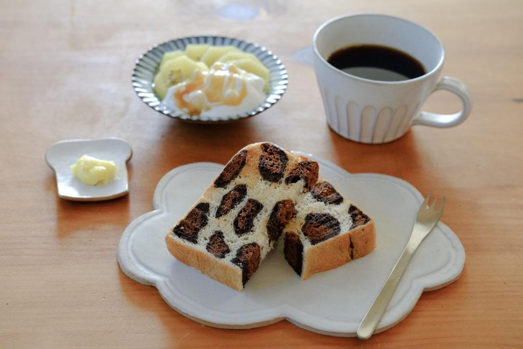 ヒョウ柄トーストの朝ごはん