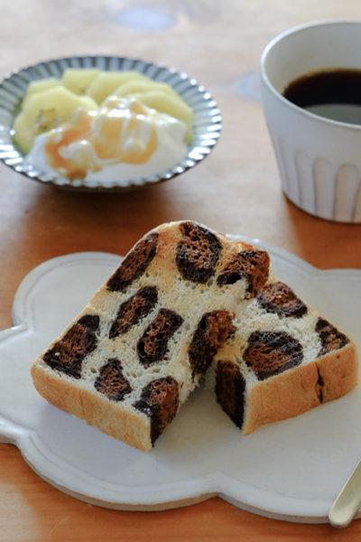 ヒョウ柄パンのトーストと、ゴールドキウイのマヌカハニーヨーグルトがけ、の朝ごはん。そして、TODOリストの効用。