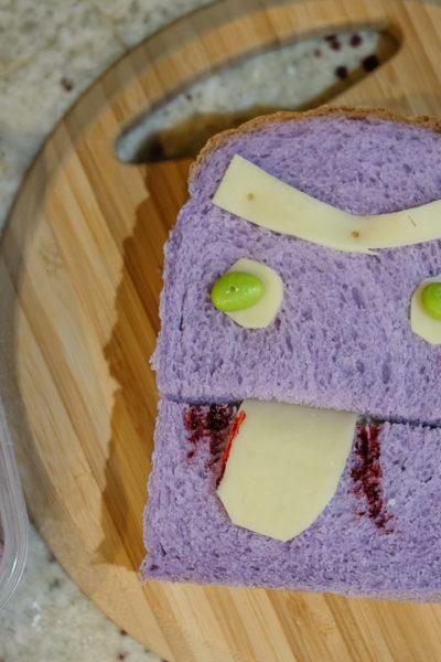 Happy Halloween!  年頃の息子たちへのちょっとしたサプライズは、「コワカワ」なサンドイッチ。