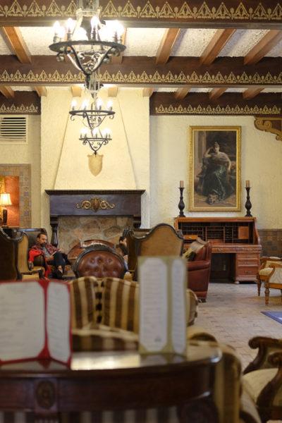 西テキサス旅行記*【Day1】② Alpineの歴史あるホテル《The Holland Hotel》に宿泊… ゴーストが出るらしい👻