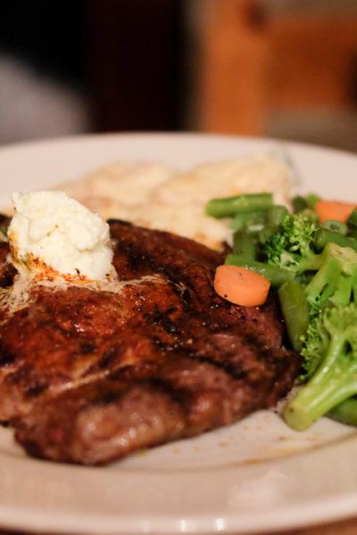 西テキサス旅行記*【Day1】③ Alpineでのディナーは有名なステーキハウス「Reata」 にて