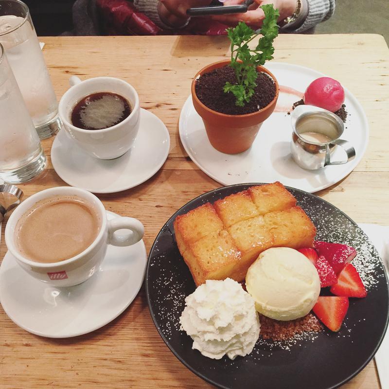 ハニートーストと植木鉢デザート