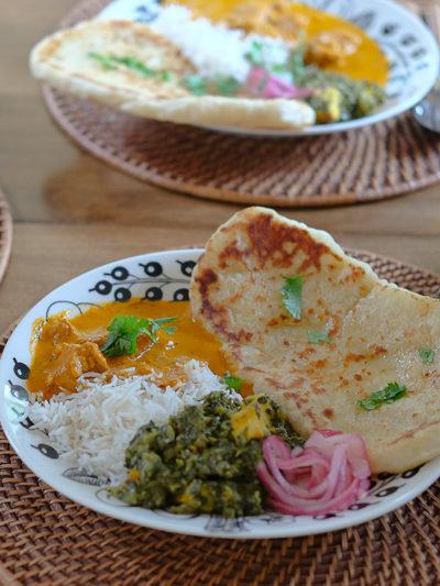 """おうちで作るインド料理、と""""意地でも居座る""""あんこちゃん"""