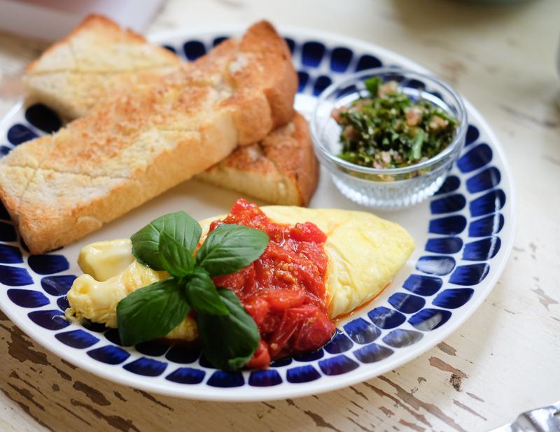フレッシュトマトソースのオムレツ