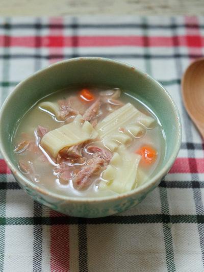 【レシピ】感謝祭の残り物ターキーを、子供がよろこぶ「ターキーヌードルスープ」に簡単リメイク♪