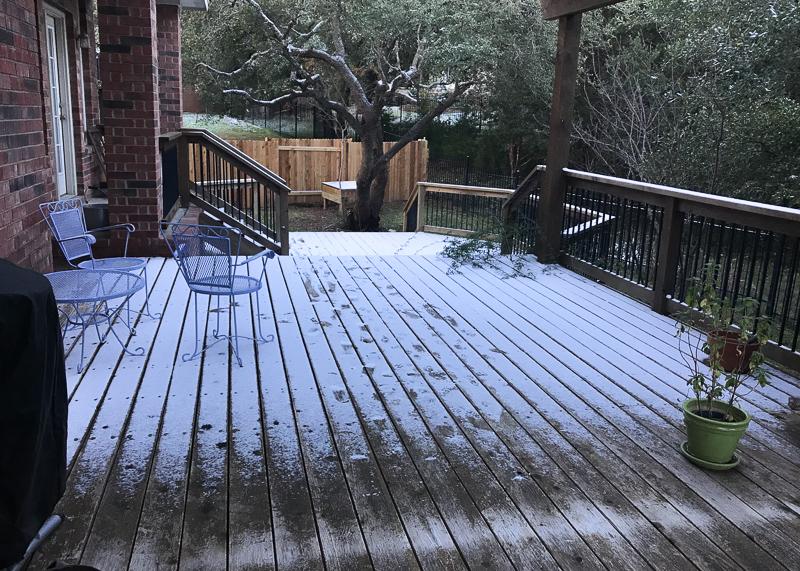 デッキの雪