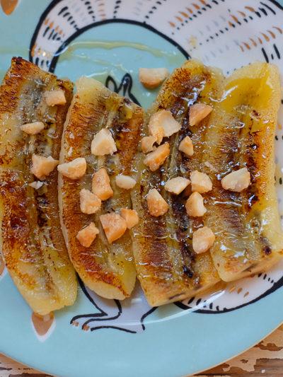 おやつや朝ごはんに!バナナをココナッツオイルで焼いて、はちみつをたら~り♪