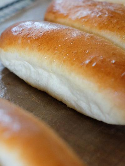 【レシピ】まっすぐに焼ける!ちぎりパン風「ホットドッグバンズ(またはコッペパン)」★成型の手順もご紹介♪