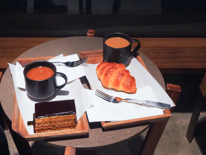 スタバロースタリーのパンとケーキ