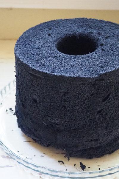 ココナッツアッシュにはまり中♪ 今度は「ブラックシフォンケーキ」を焼いてみた。
