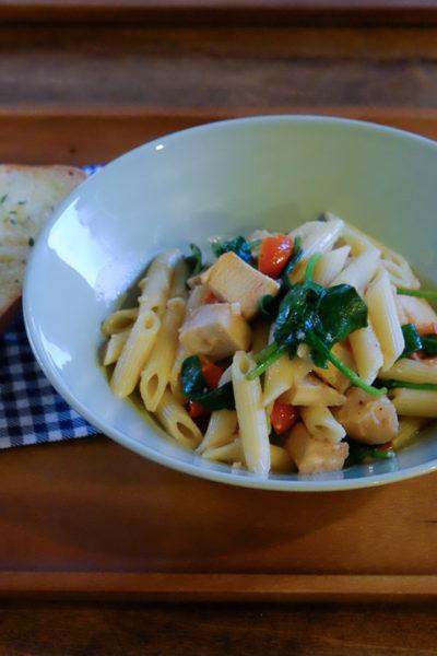 【レシピ】 鶏むね肉とほうれん草のペンネ・ワインクリームソース