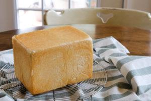 """角食パン、とちょっとうれしくなる""""Happy""""の焼印"""