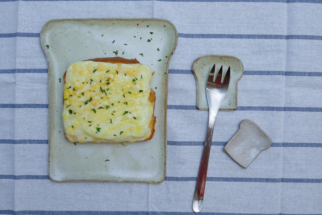 手作りの食パン皿と