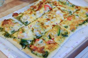 大のお気に入り♪ パクチーソースの海老ピザ