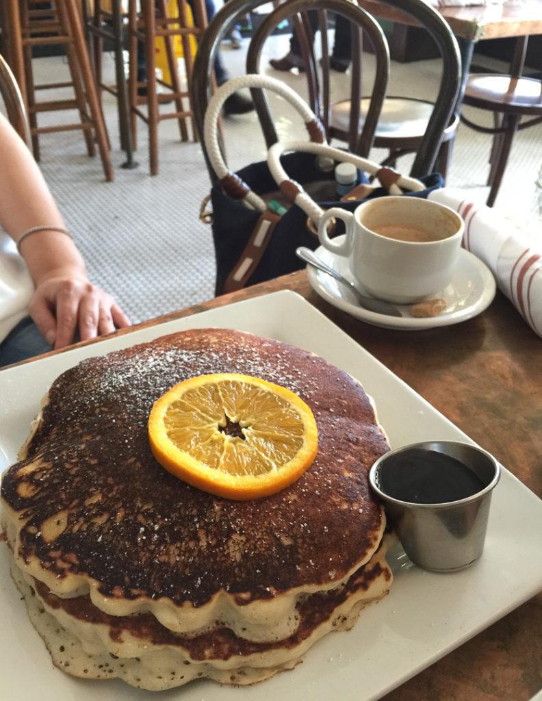 巨大パンケーキ