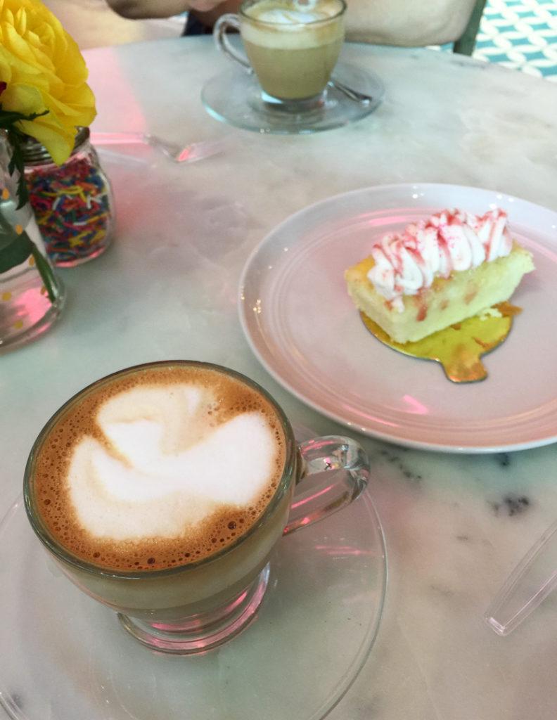 ラテとレモンケーキ