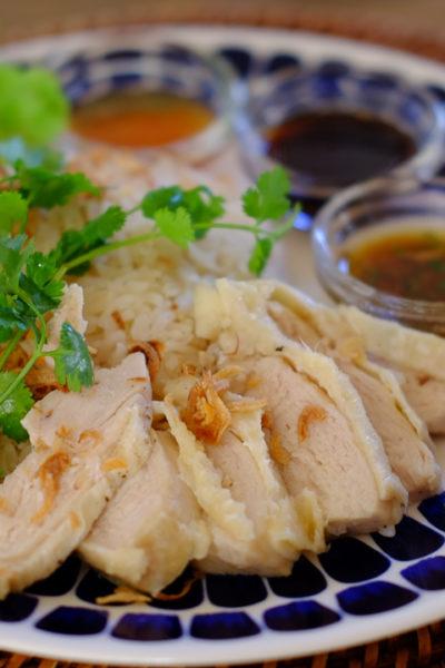【レシピ】 炊飯器で作る、簡単「海南チキンライス」・3種類のたれで、手抜き感なし!