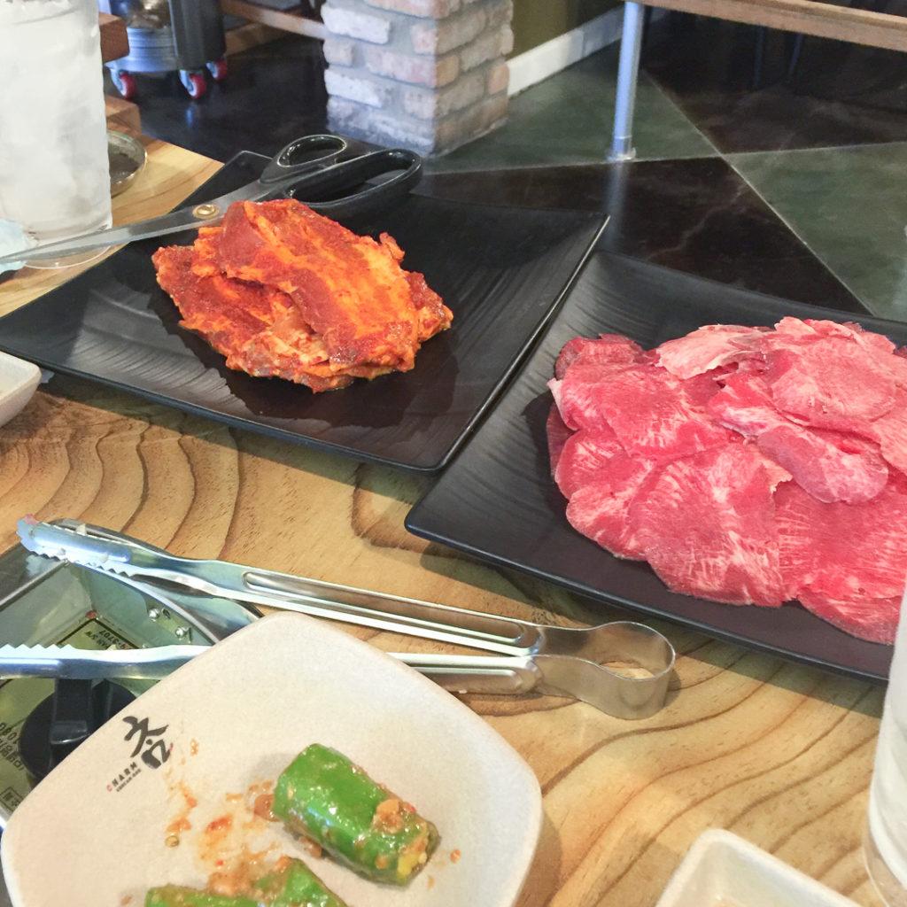 スパイシーな豚バラ肉と、タン