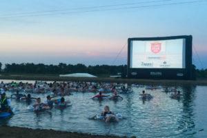 アラモ・ドラフトハウス主催:水に浮かびながら「ジョーズ」を観る、という楽しい(笑)イベントに参加してきました