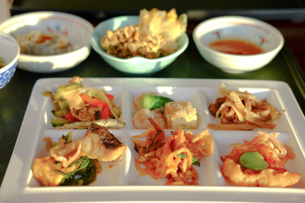 沖縄の郷土料理や豚しゃぶなど
