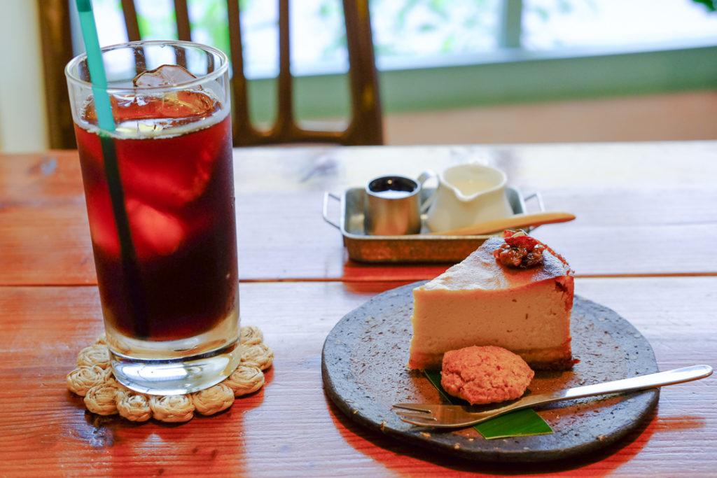 アイスコーヒーとチーズケーキ