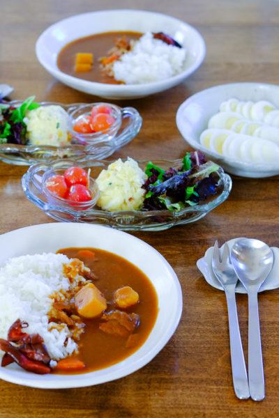 カレーライス、とサラダ3種盛り、の夕食(美味しいカレーの作り方のコツを、詳しくご紹介♪)