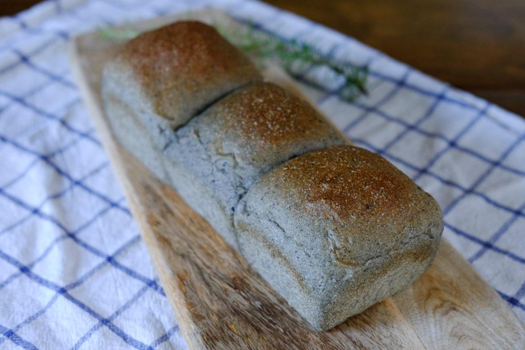 自家製酵母のごまパン