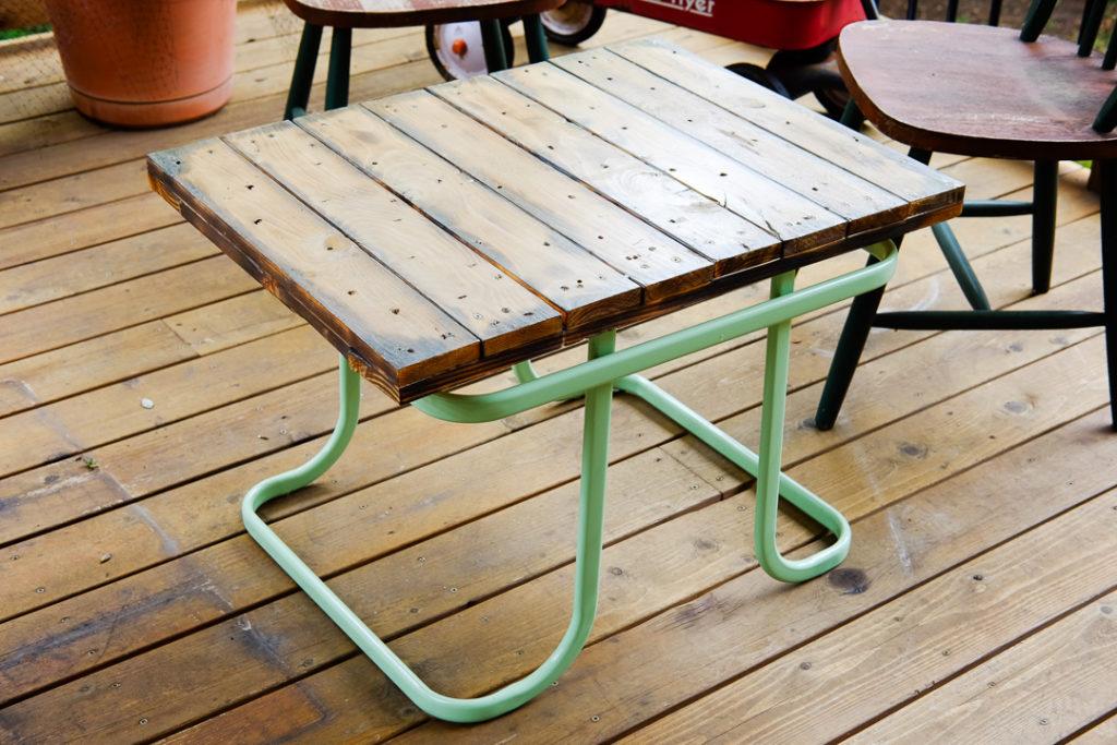 デッキ用のテーブル