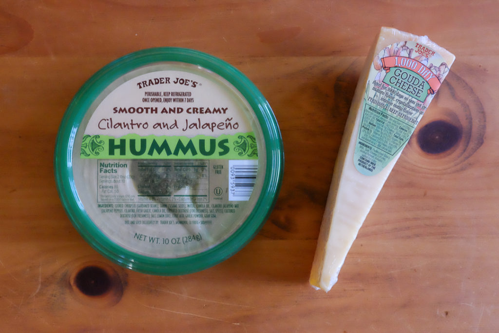 パクチー入りハマスとエイジドゴーダーチーズ