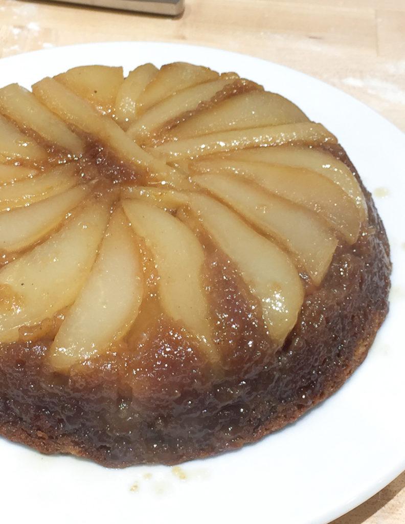 洋ナシのアップサイドダウンケーキ