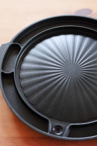 最近韓国で人気の「焼肉用鉄板」がやってきました。周りに溝があるよ~♪