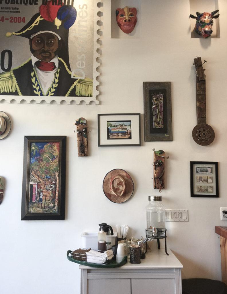 壁の装飾品