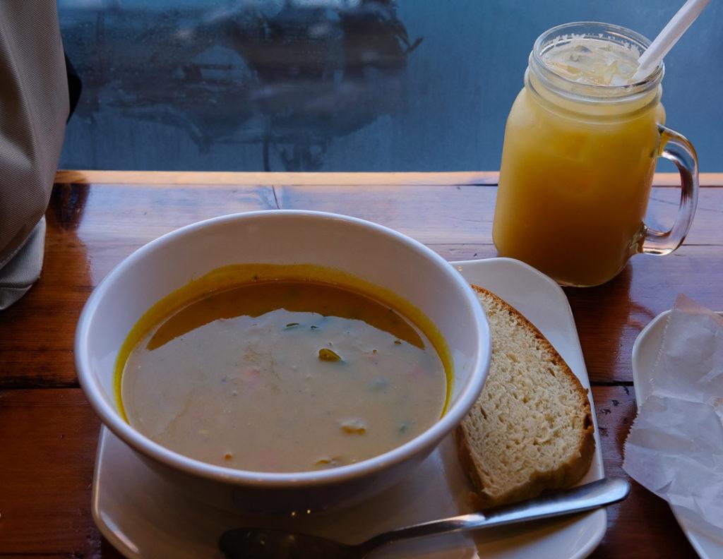ココナッツ風味の野菜スープ