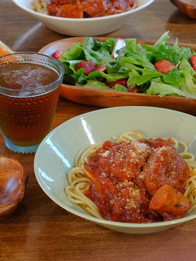 【レシピ】スパゲティミートボール&いちごとレタスのサラダ、の献立