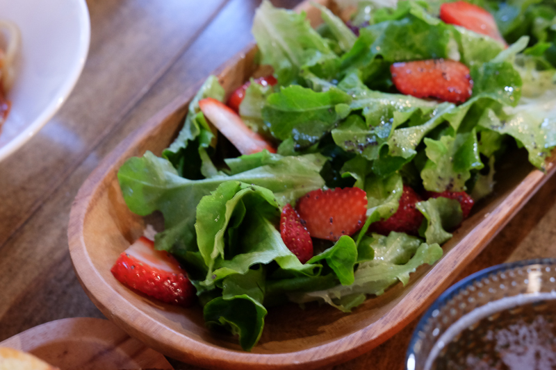 いちごとレタスのサラダ
