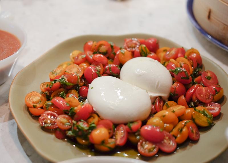 ブッラータとミニトマトのサラダ