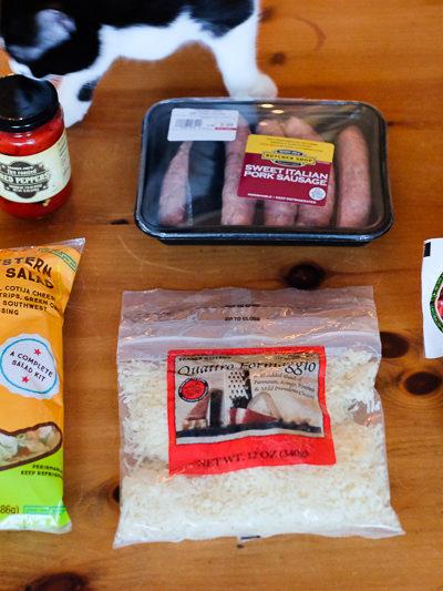 人のショッピングカートの中が気になりませんか?【トレーダージョーズ編】Part10 – 絶品ソフトチーズ、イタリアンソーセージ、チョップドサラダキット、など。