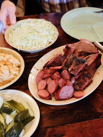 オースティンの観光名所★まさにテキサス!なバーベキューレストラン「Salt Lick BBQ」